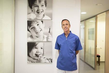 Dr Javier Navarro